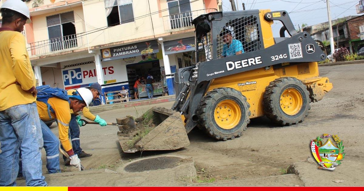 Dos toneladas de escombros y tierra fueron desalojadas de la Av. Carlos Alberto Aray