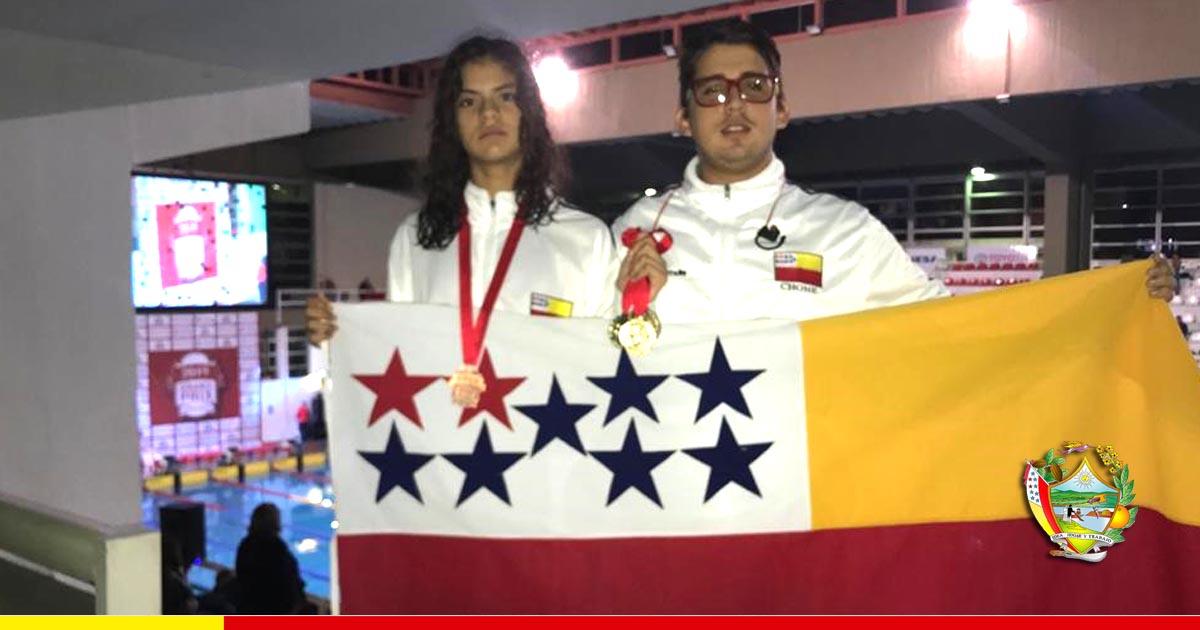 Eva Andrade, nadadora chonera, trae desde Paraguay 4 medallas de oro y una de bronce