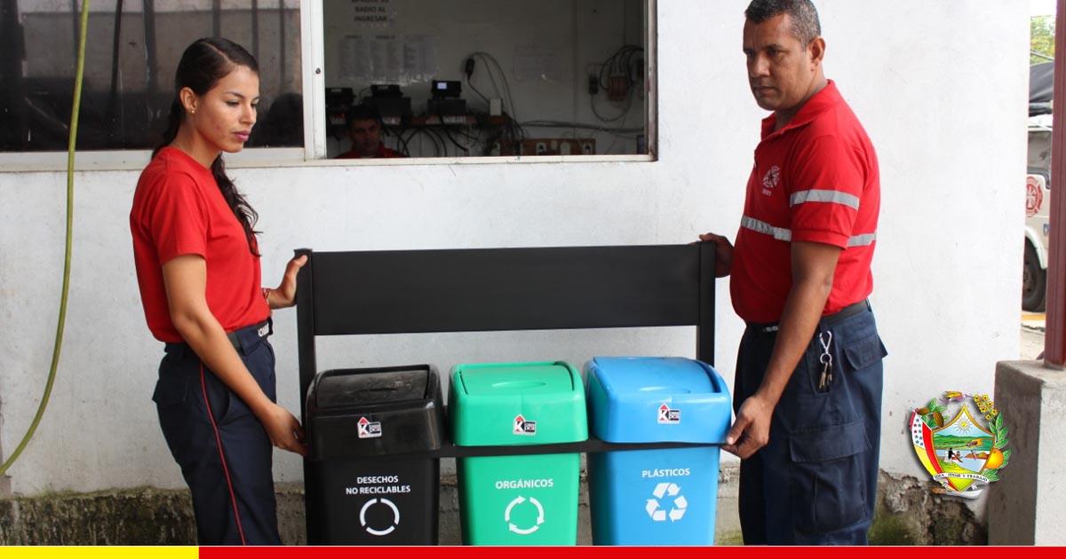 Bomberos motivan a chonenses sobre separación adecuada de basura