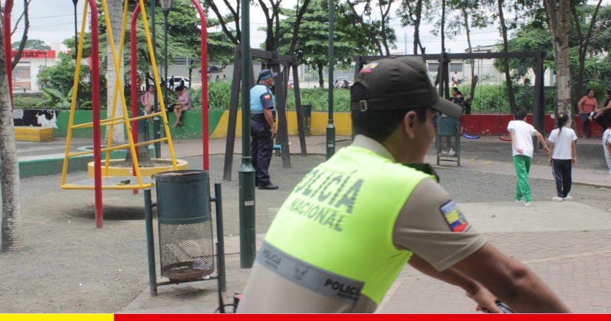 Ciudadanos se pasean con más seguridad en el parque a La Madre