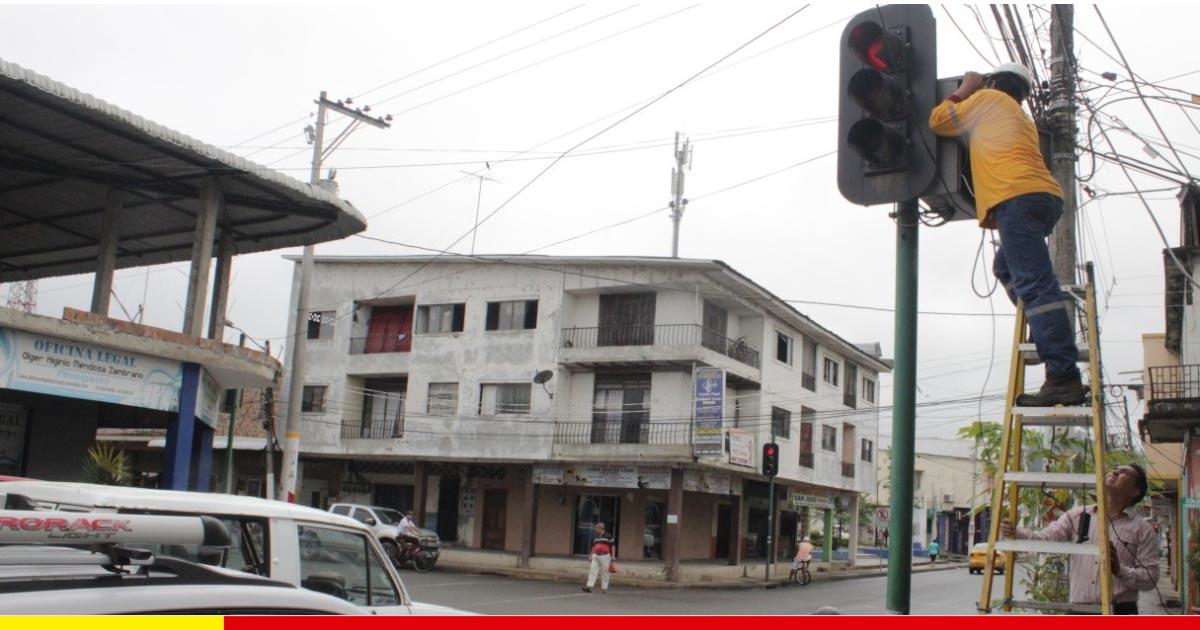 Ordenan tránsito con siete paradas señalizadas y el 90% de semáforos operativo