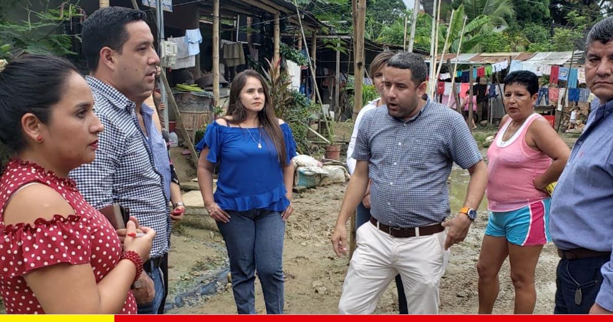 Alcalde y concejales constatan en los barrios la gravedad del colapso de alcantarillado