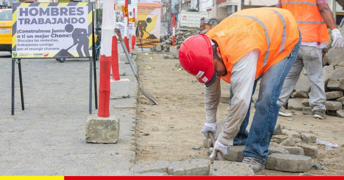 Con cambio de adoquín se inicia mejoramiento vial en la ciudad