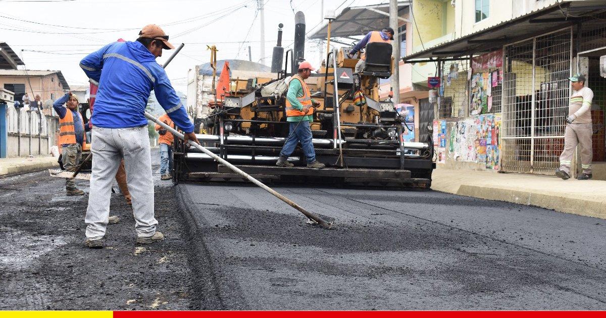 Calle Oréstedes Andrade es asfaltada luego de 30 años de espera