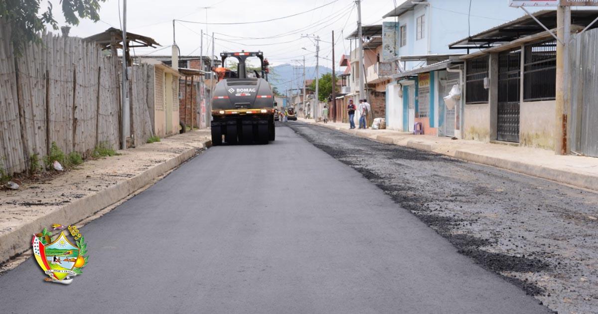 Colocan asfalto en la calle La Paz de la ciudadela González
