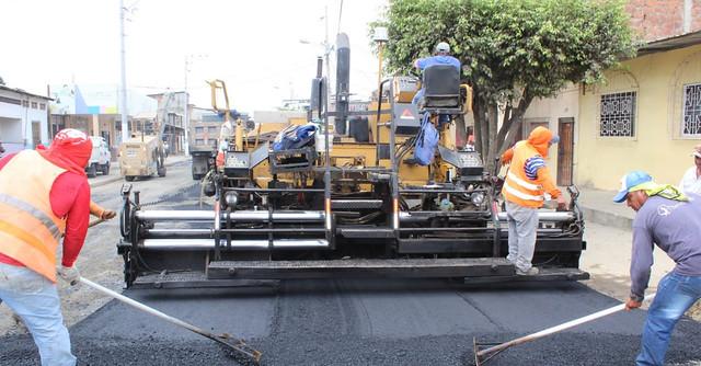 Ciudadanos aplauden que Chone mejora su tránsito y que no hay polvo con el bacheo