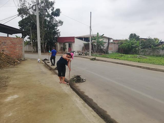 Vecinos de todas las edades participaron de la limpieza de su ciudadela