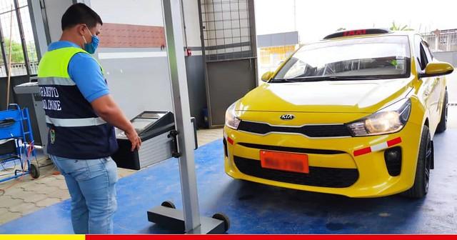 Chone recibe a taxistas de los hermanos cantones Junín y Pichincha para la revisión técnica de sus vehículos