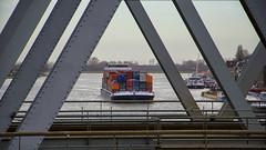 Schip met Containers, Spoorbrug over de Oude Maas, Dordrecht