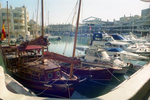Alora 2001