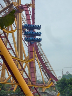 Photo 2 of 10 in the Dive Coaster gallery
