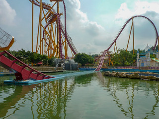 Photo 7 of 10 in the Dive Coaster gallery