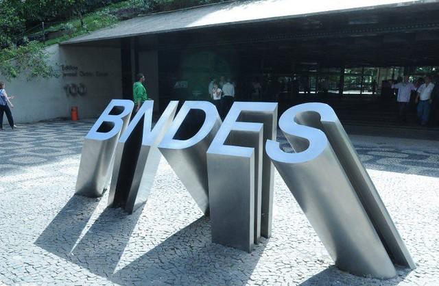 O Brasil deveria investir 4,5% do PIB em infraestrutura para crescer, porém, não chega nem a 1% - Créditos: Foto: BNDES