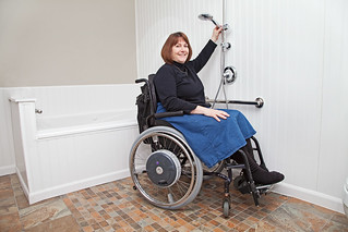 10-BATHROOM-WHEELCHAIR-ACCESSIBLE