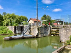 Canal de Saint-Quentin, Picardie, Frankreich - Photo of Mennessis