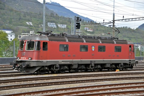 SBB Lokomotive Re 6/6 - 620 017 - 4 Heerbrugg  - Baujahr 1975 - Festgehalten im Bahnhof Brig