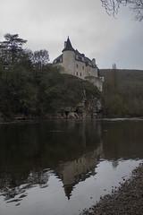 Chateaux perdidos en medio de la carretera - Photo of Montvalent
