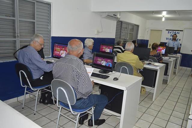 Aposentados descobrem Internet e mídias sociais em curso oferecido pela AMMA