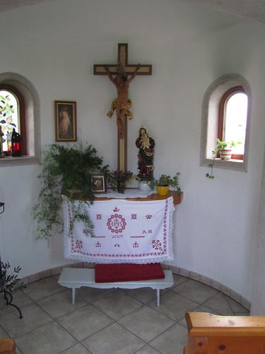 20110907 22 127 Jakobus Kapelle Altar Kreuz