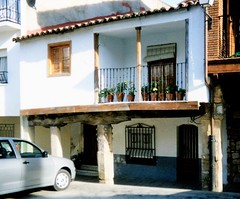 Una casa en la plaza de Valverde del Fresno / Valverdi du Fresnu