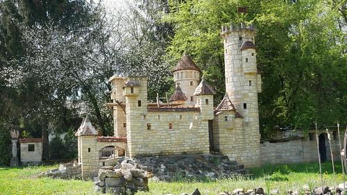 I have no words... minature castle shit?