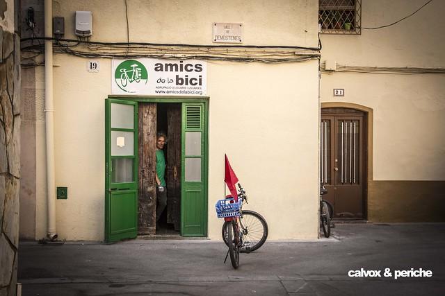 Molta lluita ciclista i per la bici hi ha darrera d'aquesta porta i persona - Retrat ciclista a Albert Garcia