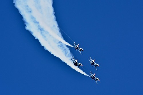 Descent:  USAF F-16 Thunderbirds
