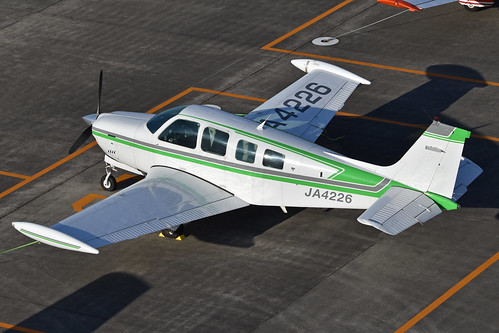 Beech A36 Bonanza 'JA4226'