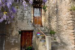 Dans le vieux village de Cucuron (Lubéron)