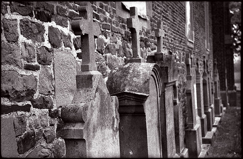 Tombes dans un cimetière rural