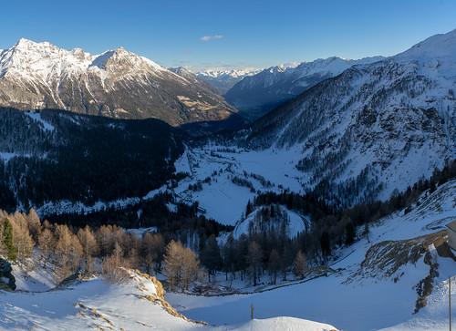Berninapass in March: Looking down (4/5)