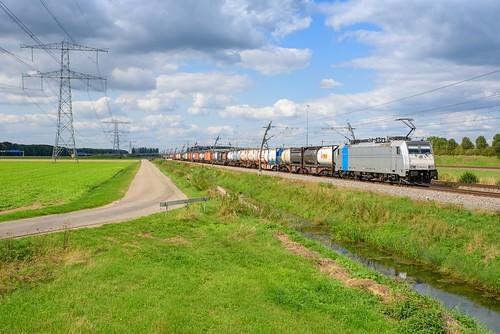 KRE 186 289 met tankcontainertrein, Valburg