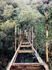 Rusty bridge - Photo of Évenos