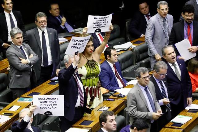 """Na Câmara, ministro da Educação diz que Brasil """"gasta demais"""" com ensino"""