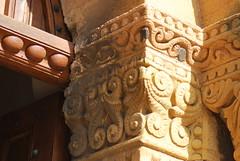 Salles-Arbuissonnas-en-Beaujolais (69) : église priorale Saint-Martin, chapiteau du portail