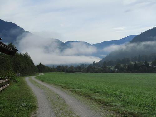 20110907 22 120  Jakobus Weg Nebel Berge Wiese Wolken