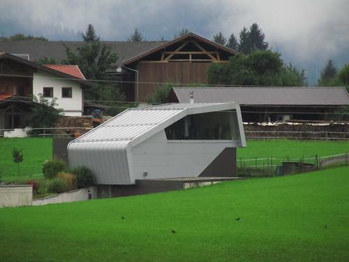 20110908 23 237 Jakobus Haus futuristisch
