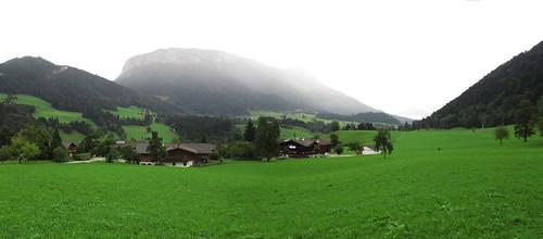 20110908 23 204 Jakobus Berg Wald Wiese Häuser Wolken_P01