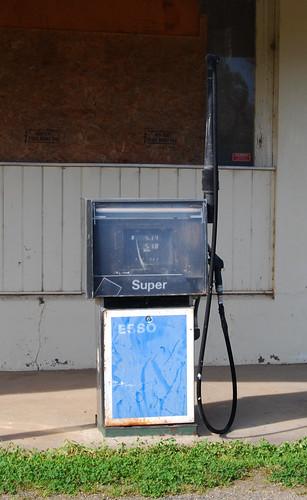 Esso Bowser, Lue, NSW.