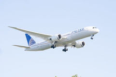 United Airlines Boeing 787-9 Dreamliner Lands at IAH, Houston 1904141832