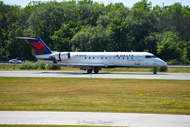 Endeavor Air –  Bombardier CRJ-200LR N8891A @ Rochester