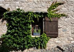 Petite fenêtre - Photo of Saint-Jean-de-Minervois