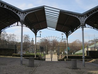 Quel est ce lieu??? Halle aux chevaux, anciens abattoirs de Vaugirard (1894-1897) aujourd'hui Parc Georges Brassens, Paris XVe [Explore du 19 avril 2019]