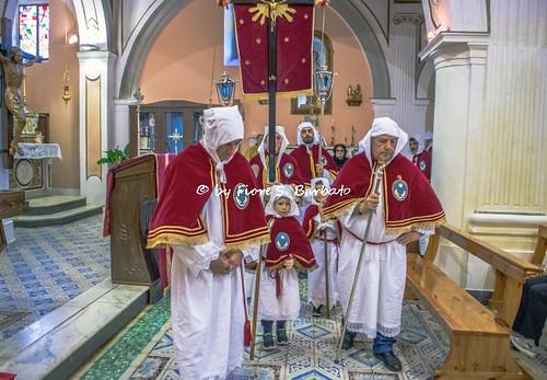 Acquavella di Casal Velino (SA), 2019, Chiesa di San Michele Arcangelo. Le Confraternite del Monte Stella in visita agli Altari della Reposizione.