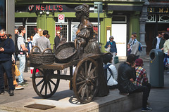 MOLLY MALONE STATUE [THE MOST POPULAR LADY IN DUBLIN]-151801