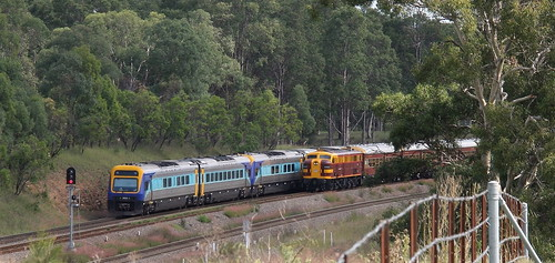 ALLANDALE CROSS. 4403 LEADING STEAMFEST SPECIAL FROM BRANXTON  AS NP43 XPLORER HEADS TO WERRIS CREEK