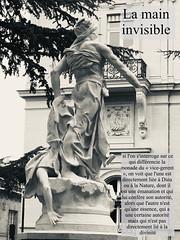 """Main invisible... « la main invisible, principe d'""""ordre à partir du désordre"""", est en définitive la figure même de la transcendance à partir de l'immanence »."""