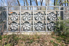 Powerful cooling system heat-exchanger with 8 fans