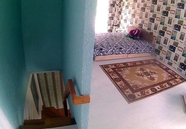 Спальня и лестница вниз