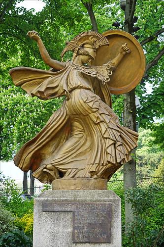 Pallas Athéné de Carlo Sarrabezolles (jardins du Trocadéro, Paris)